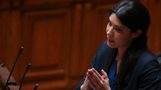 """A deputada Mariana Mortágua recordou que""""odocumento público que autoriza a ajuda de Estado ao Novo Banco prevê a hipótese de um mecanismo de backstop"""""""