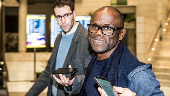 Empresário terá pagado 20 mil euros a um funcionário da embaixada portuguesa na Guiné-Bissau para acelerar a obtenção de vistos para três jovens jogadores que queriam entrar para o Benfica
