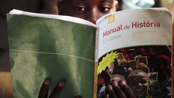 O reinício das aulas no segundo ciclo do ensino secundário em Angola está previsto para 13 de julho e para o primeiro ciclo do ensino primário em 27 de julho