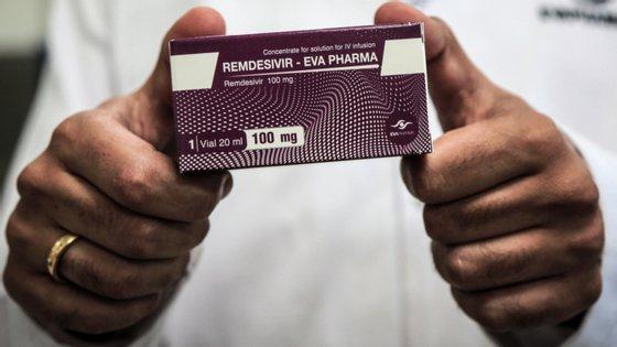 """O Infarmed assegurou que Portugal tem """"stock"""" disponível e reserva para uso imediato do medicamento Remdesivir e que o laboratório não antecipa constrangimentos no seu acesso aos doentes portugueses"""