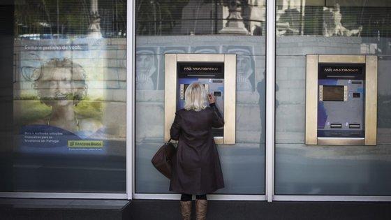 Em abril o valor das compras nacionais através de pagamento automático havia sido inferior ao valor homólogo em 289 municípios