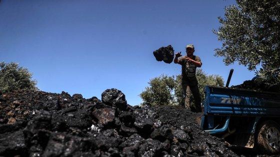 Os proprietários das centrais elétricas que ainda funcionam a carvão irão receber indemnizações.