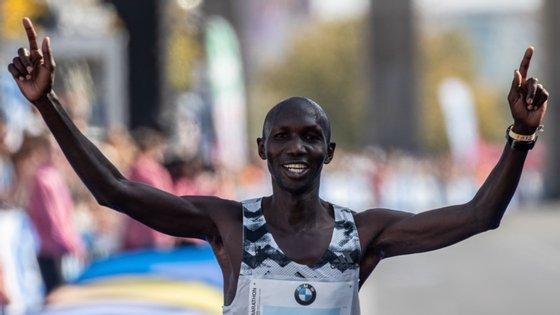 """A suspensão de Kipsang, que foi considerado culpado pela AIU de """"fornecer evidências e testemunhos falsos"""", constitui mais um duro golpe para o atletismo queniano, que tem sido atormentado por vários incidentes relacionados com o doping."""