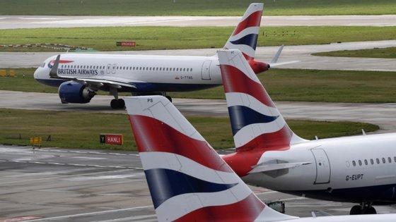 """Portugal foi excluído dos """"corredores de viagem internacionais"""" com destinos turísticos que o Reino Unido vai abrir para permitir aos britânicos passarem férias sem cumprir quarentena no regresso"""