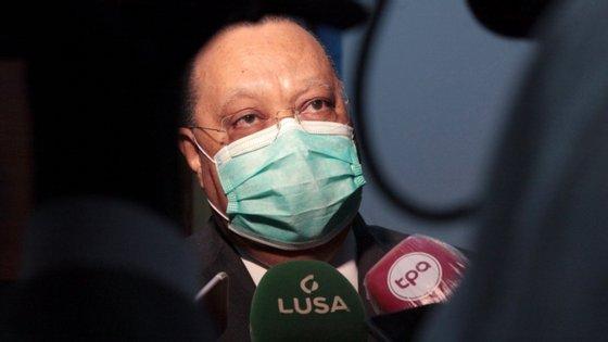 Helder Pitta Grós rejeitou estar a decorrer qualquer negociação nesta altura com o casal Isabel dos Santos e Sindika Dokolo