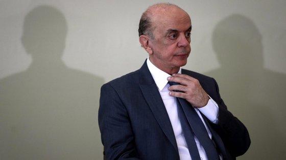 Procuradores acreditam que a construtora Odebrecht pagou cerca de 4,5 milhões de reais (cerca de 750 mil euros) em subornos a José Serra, entre 2006 e 2007