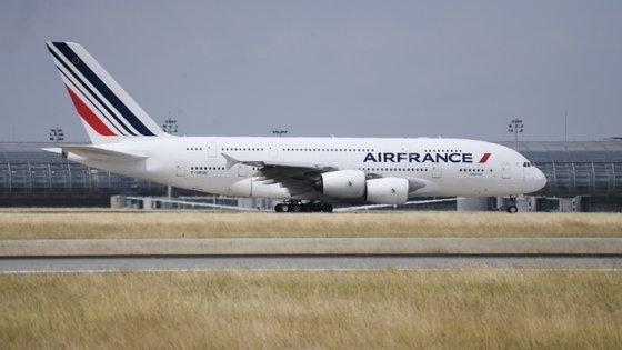 Em causa estão 6.560 colaboradores na Air France e 1.020 na Hop!