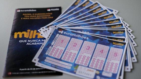 A chave vencedora do concurso 53/2020 do Euromilhões, sorteada esta sexta-feira, é composta pelos números 4 - 16 27 - 37 - 39 e pelas estrelas 3 e 6.