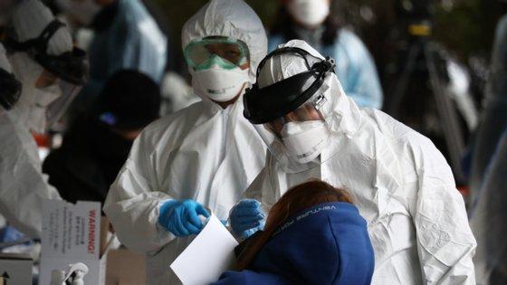 Entre os infetados na escola estão funcionários, alunos e professores