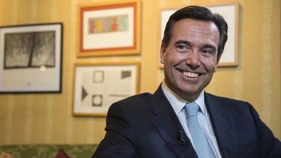 António Horta Osório anuncia saída da presidência do Lloyds Bank.