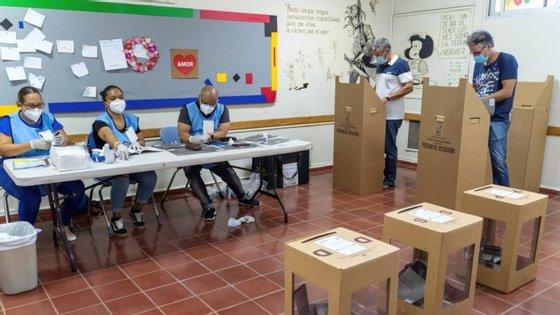 7,5 milhões de eleitores dominicanos foram chamados às mesas de voto