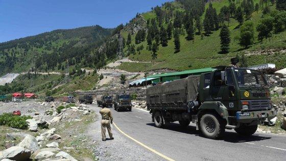 Os dois países culparam-se mutuamente pelos confrontos com paus e pedras, mas sem recurso a armas de fogo, no vale de Galwan