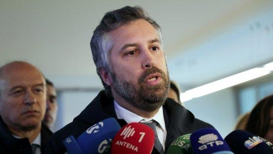 Foram investidos 1,65 milhões de euros na compra de carruagens à espanhola Renfe.