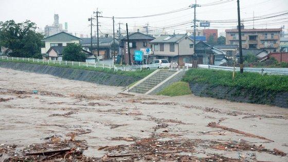 Já a agência de notícias francesa AFP avança com um balanço de 50 mortos devido às chuvas nesta região