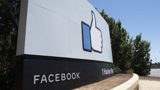 """A empresa alega que """"as pessoas têm o direito de ter uma conversa privada online"""""""