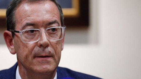 Miguel Guimarães lembrou o caso do Reino Unido, que excluiu Portugal dos corredores aéreos devido às taxas de infeção por Covid-19