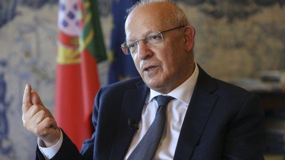 """O ministro assegurou que o Governo está """"a trabalhar em soluções"""" e """"a todos os níveis"""" sobre a exclusão de Portugal da lista britânica de destinos turísticos seguros"""