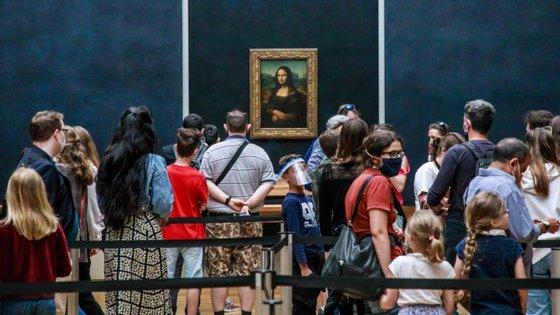 O Louvre reabriu esta segunda-feira as suas portas após ter estado encerrado quatro meses