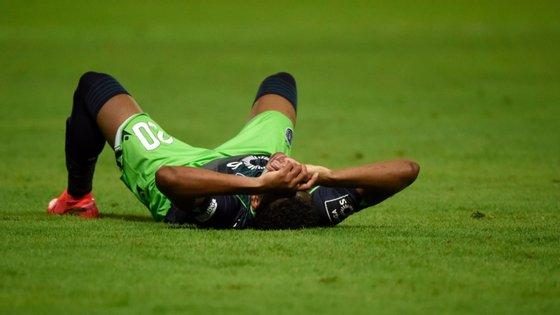 """Gonzalo Plata conseguiu """"sacar"""" a expulsão a Halliche após um roubo de bola mas foi caindo em termos físicos ao longo do jogo"""