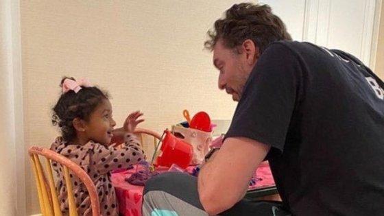 Pau Gasol passou o dia de aniversário a brincar com Natalia, Bianka Bella e Capri, as filhas de Kobe Bryant