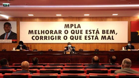 Estiveram presentes na reunião menos de 50 pessoas, para cumprir o distanciamento social e as regras do estado de calamidade, segundo Albino Carlos