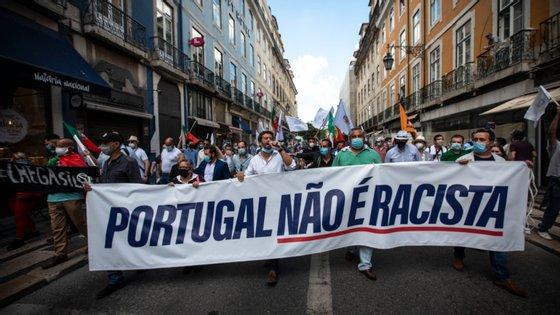 """Os peticionários criticaram ainda a realização da manifestação promovida pelo Chega, de André Ventura, em Lisboa, designada """"Portugal não é racista""""."""