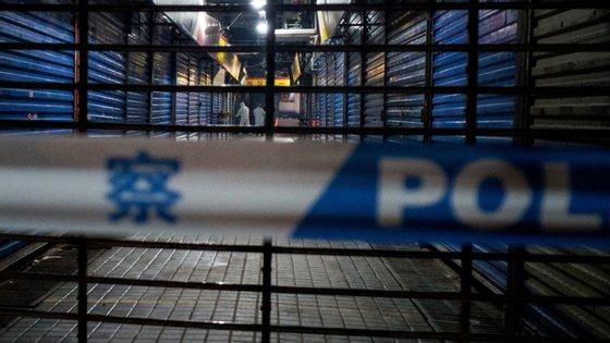 Os primeiros casos de Covid-19 foram detetados no mercado de animais vivos na cidade chinesa de Wuhan