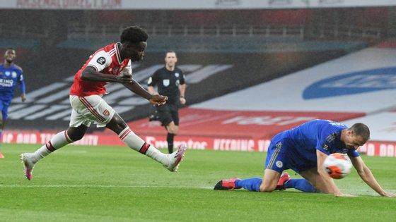 Depois de ter marcado na última jornada, o jovem de apenas 18 anos fez a assistência para Aubameyang abrir o marcador