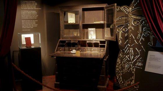 A peça de mobiliário pertencia à coleção pessoal do sobrinho de Fernando Pessoa, Luíz Miguel Rosa Dias, que morreu no ano passado