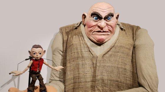"""A personagem Gigante, do espetáculo """"Polegarzinho"""""""