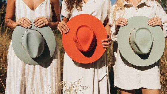 Lançada em plena pandemia, a The Cousins junta uma amizade a chapéus originais, cheios de detalhes fora da caixa