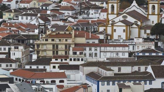 Foi também sentido nas freguesias de Santa Luzia e Altares, no mesmo concelho.