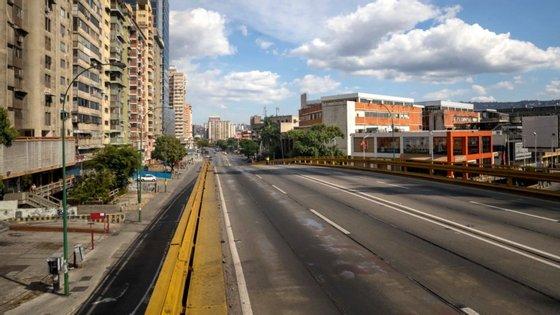 O deputado e economista José Guerra alertou que a Venezuela vai precisar de mudar em breve a sua moeda, pois se o bolívar continuar a desvalorizar-se a inflação será ainda maior