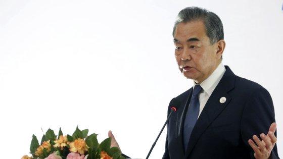 O chefe da diplomacia chinesa sugeriu a elaboração de vários dossiers para os dois países analisarem