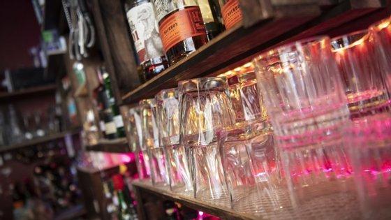 O menu base inclui aproximadamente 20 cocktailspara grupos até 10 pessoas