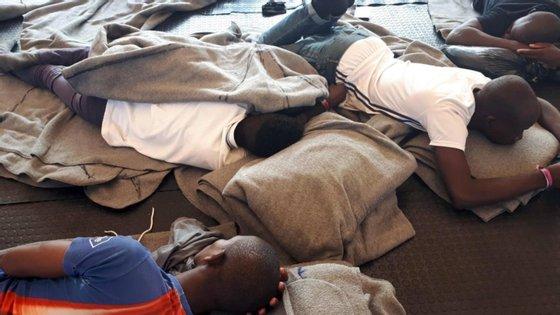 Navio humanitário da Sea Watch desembarcou no Porto Empedocle, na Sicília