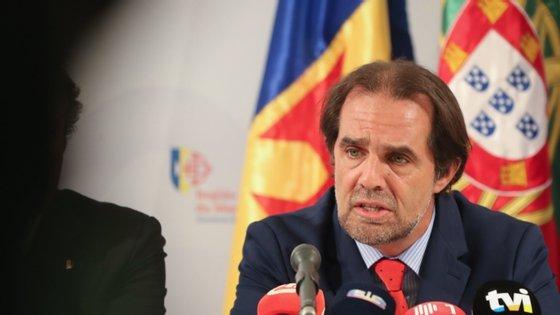 O presidente do Governo Regional referiu que, apesar da descida das receitas fiscais em 195 milhões de euros, houve uma subida da despesa em 120 milhões de euros