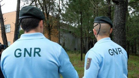 Um dos arguidos ficou em prisão preventiva e os restantes obrigados a apresentações periódicas às autoridades e proibição de contactos entre todos