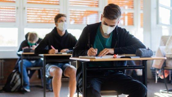 O Ministério da Educação decidiu que este ano, na sequência da pandemia de Covid-19, as provas nacionais não são obrigatórias para a conclusão do secundári