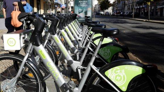 Entre o conjunto de medidas sugeridas pelos vereadores do PCP, destacam-se ainda o reforço do número de bicicletas do sistema Gira, o alargamento do serviço a toda a cidade, assim como a criação de um plano de ciclovias que efetive a concretização de uma rede e que interligue vários troços