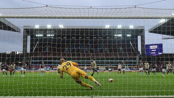 Bruno Fernandes conseguiu o que ninguém fizera até agora na Premier League: estar ligado a 13 golos (marcou sete, assistiu seis) nos primeiros dez jogos na competição