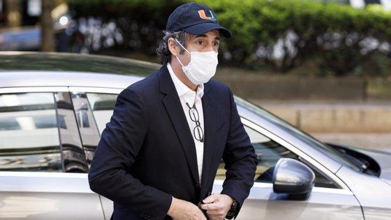 Cohen, que se declarou culpado de evasão fiscal, fraude no financiamento eleitoral e mentir ao Congresso, foi retirado da prisão, para ficar em casa, como parte dos esforços de contenção da propagação do novo coronavírus nas prisões federais