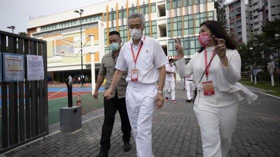 O primeiro-ministro e líder do PAP, Lee Hsien Loong, antecipou as eleições, inicialmente previstas para até abril de 2021