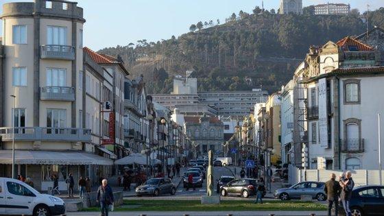 Os trabalhadores da Auto Viação Cura, de Viana do Castelo, exigiram esta sexta-feira o pagamento integral dos salários de março, maio e junho