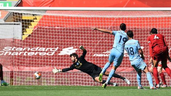 Jay Rodríguez marcou desta forma um golo que seria histórico por colocar fim a uma longa série de vitórias seguidas do Liverpool em casa