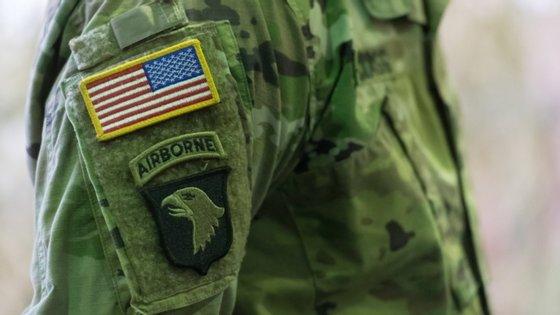 Os militares norte-americanos pediram para o número exato não ser divulgado, mas os órgãos de comunicação locais falam em 60 infetados