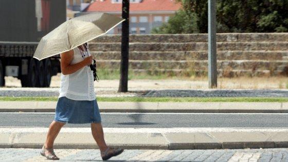 Até ao próximo domingo não espere que os termómetros desçam dos 30º em quase todo o país