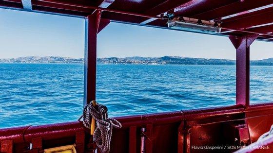 Migrantes tentavam fazer a travessia do Mediterrâneo em direção à Europa