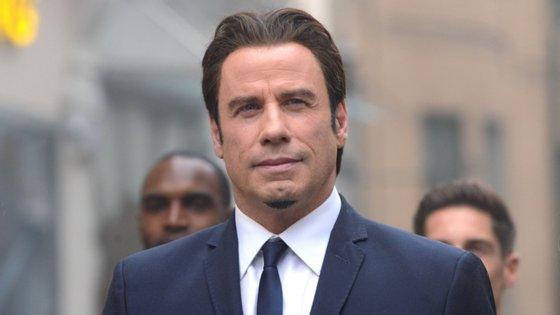 """John Travolta conheceu Kelly Preston na comédia """"A Febre Regressa"""", de 1989"""