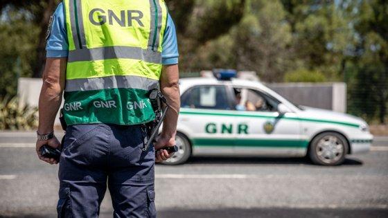 Os dois militares da GNR morreram após numa colisão, na passada terça-feira, entre um automóvel e um carro-patrulha na A1, entre o nó de Torres Novas e a área de serviço de Santarém
